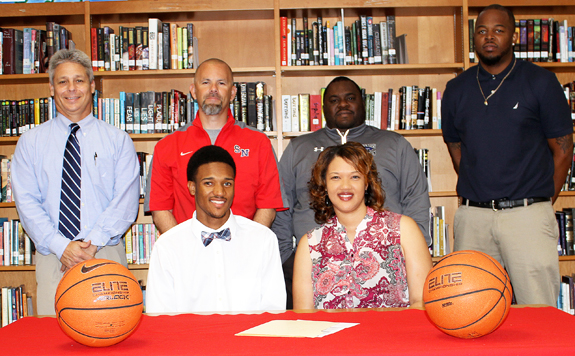 Lucas Signs With Johnston CC
